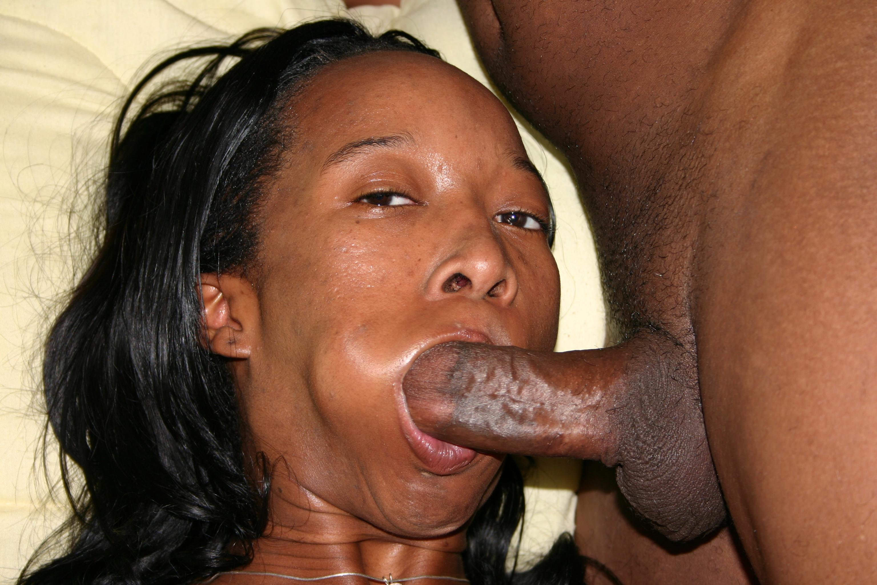 Ebony Blacky steht auf Blowjobs