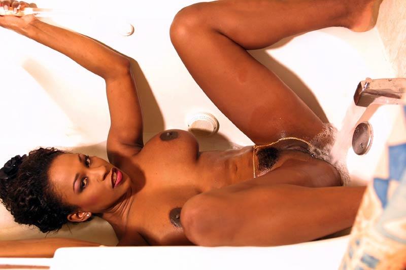 black pussy in der dusche